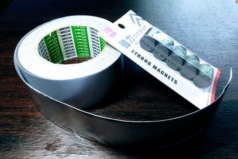 アルミテープと磁石の写真